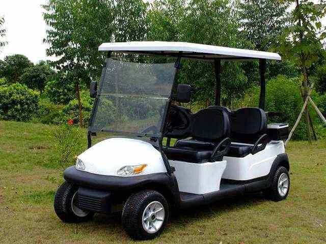 4座电动高尔夫观光车