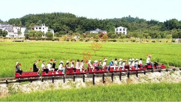 儿童乘坐网红轨道小火车应该特别注意